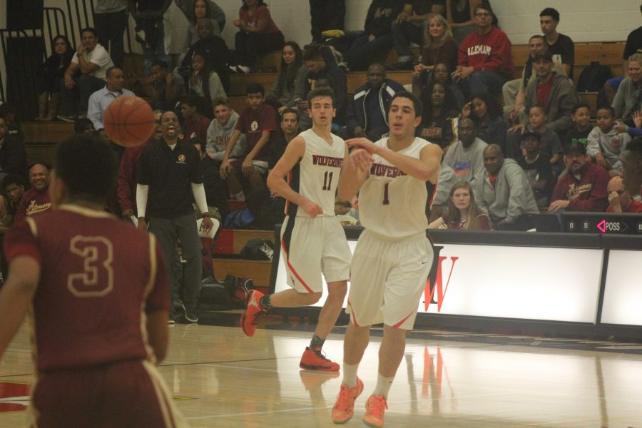 Dishing+it+out%3A+Carter+Begel+passes+the+ball+during+the+Wolverine%27s+game+against+Alemany+last+year.++Credit%3A+Cole+Jacobson