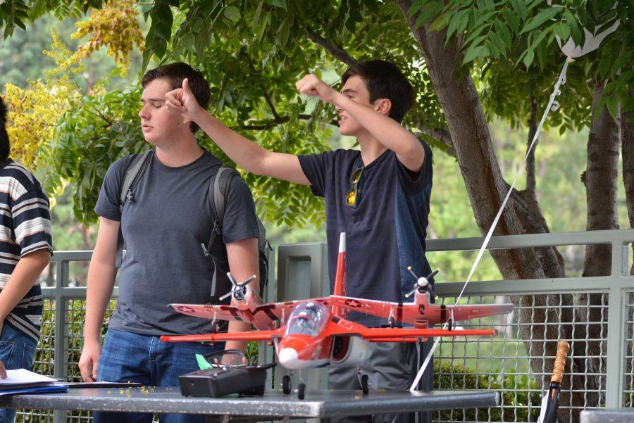 Nick Plummer '18 and Brandon Porter '18 encourage students to join flight club. Credit: Jenny Li/Chronicle