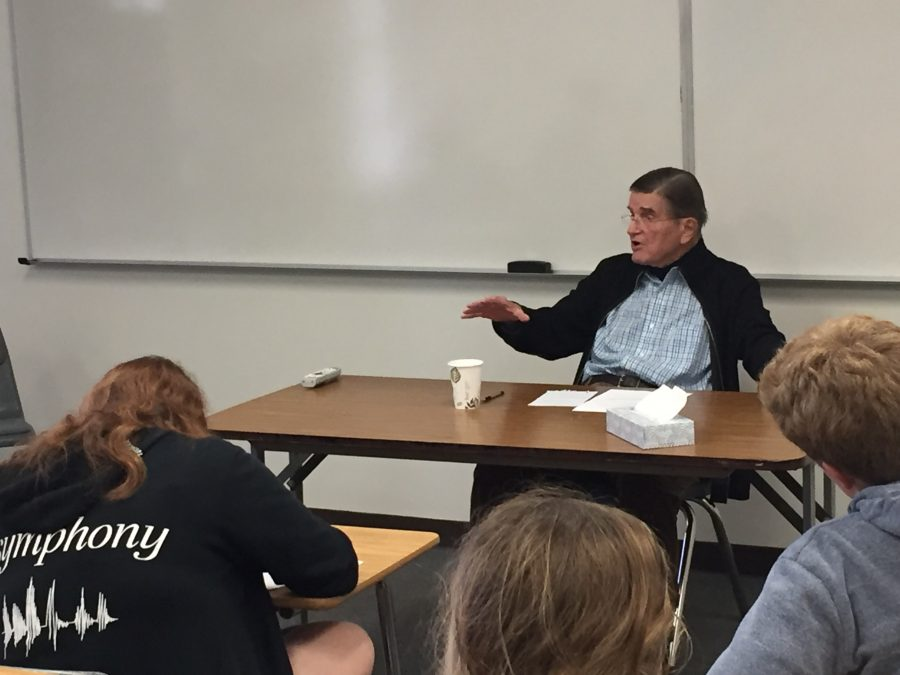 Holmes recounts his experiences negotiating with the Soviet Union and serving as Ambassador to Portugal to an AP Government class. Credit: Maddy Daum/Chronicle