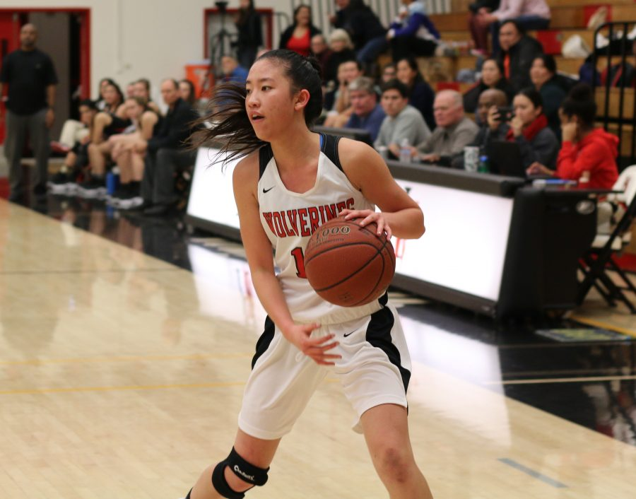 Ashlee Wong '18 scans the courts in a game against Flintridge S acred Heart last season. Photo Credit: Aaron Park/Chronicle