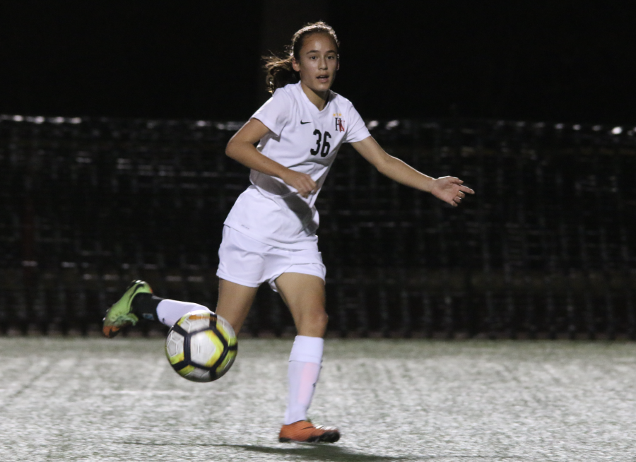 Natalie Barnouw '20 receives a pass in the middle of the field. Credit: Pavan Tauh/Chronicle