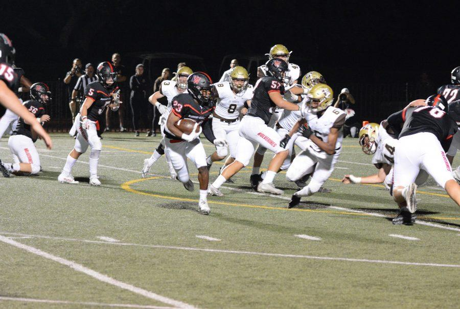 Running back Sultan Daniels '19 runs while offensive linebacker Vito Ameen '20 blocks Golden Knights defenders. Credit: Keila McCabe/Chronicle