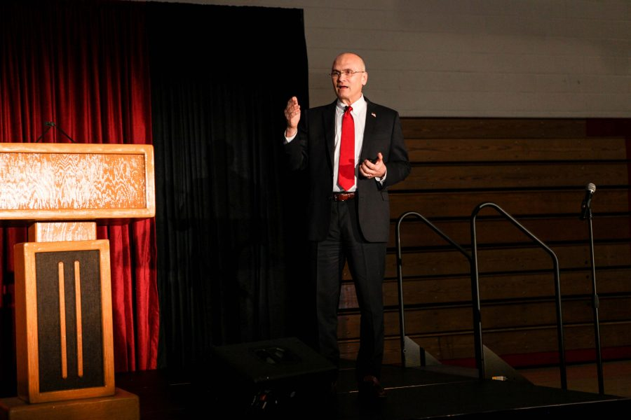 Speaker Andrew Puzder shares his ideologies behind his support of Capitalism. Credit: Caitlin Chung/Chronicle