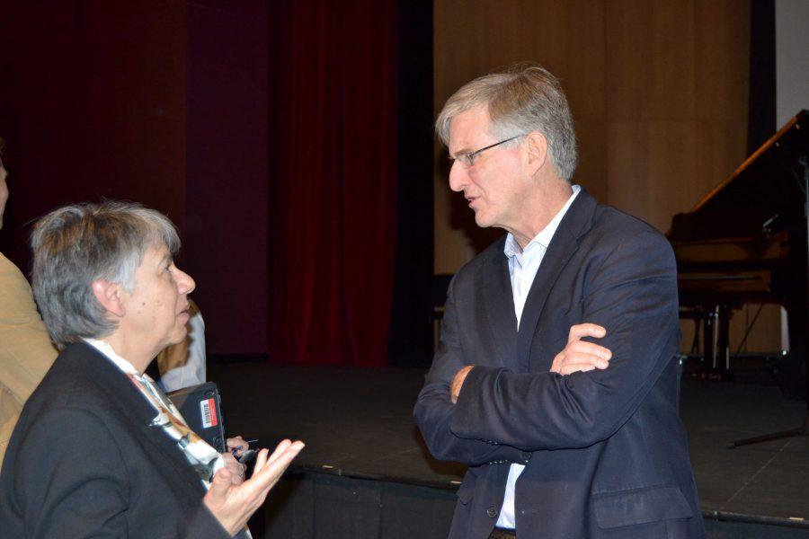 Family psychologist Richard Weissbourd talks with Rabbi Emily Feigenson after his presentation. Credit: Sammi Handler/Chronicle