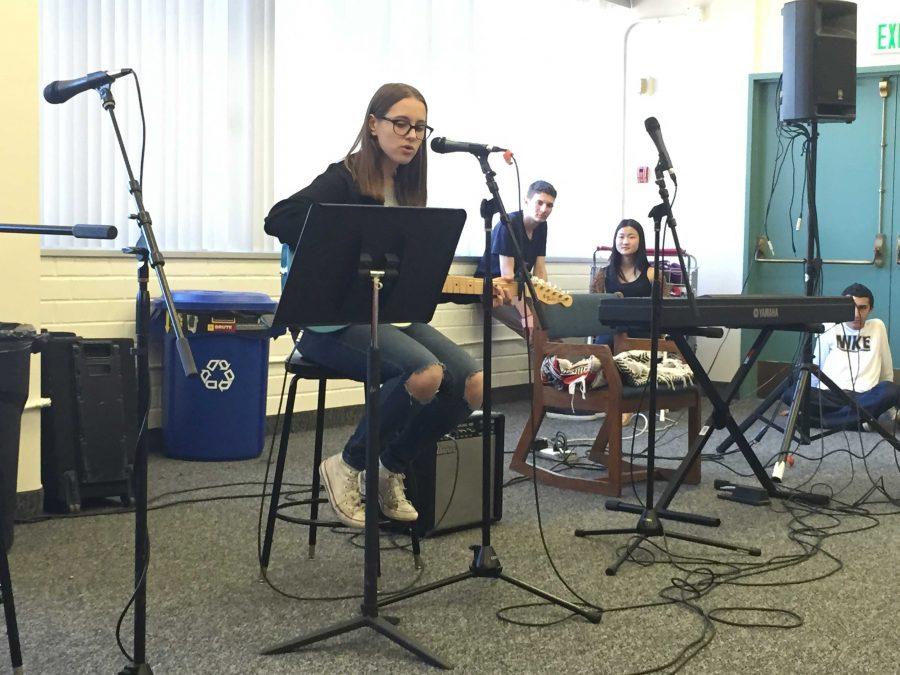 Jessica Dickman '17 performs
