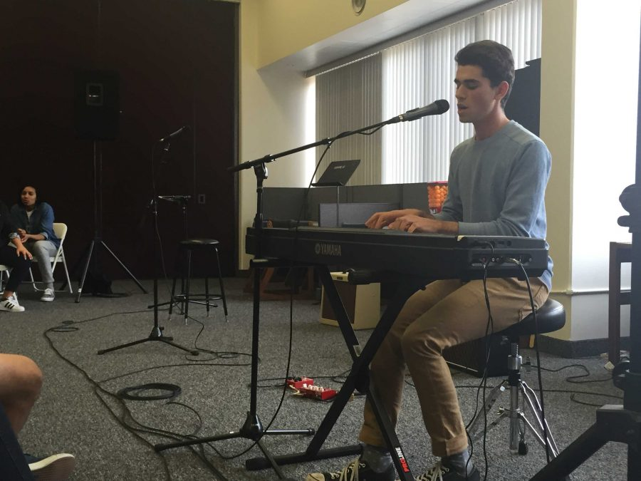 Adam Yaron 16 sings at the third Coffee House of the year. Noa Schwartz/Chronicle