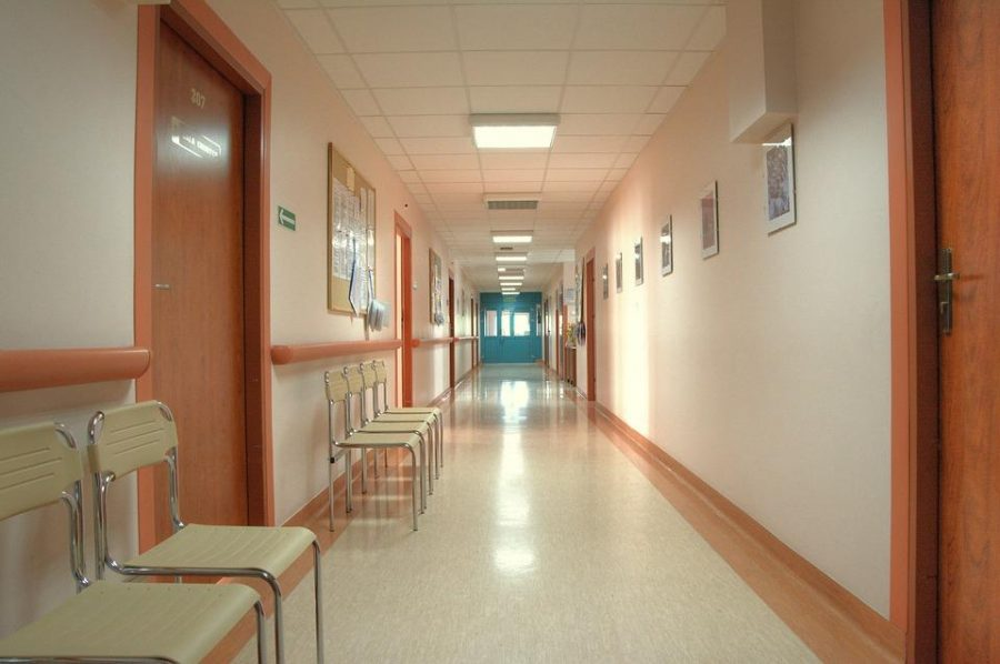 A hallway in a general hospital. Licensed image from pixabay.com.