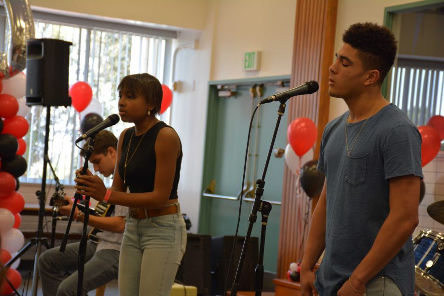 Jillian Sanders '17 and Carter Begel '17 perform at the last Coffee House of the year in Chalmers Lounge. Credit: Indu Pandey/Chronicle