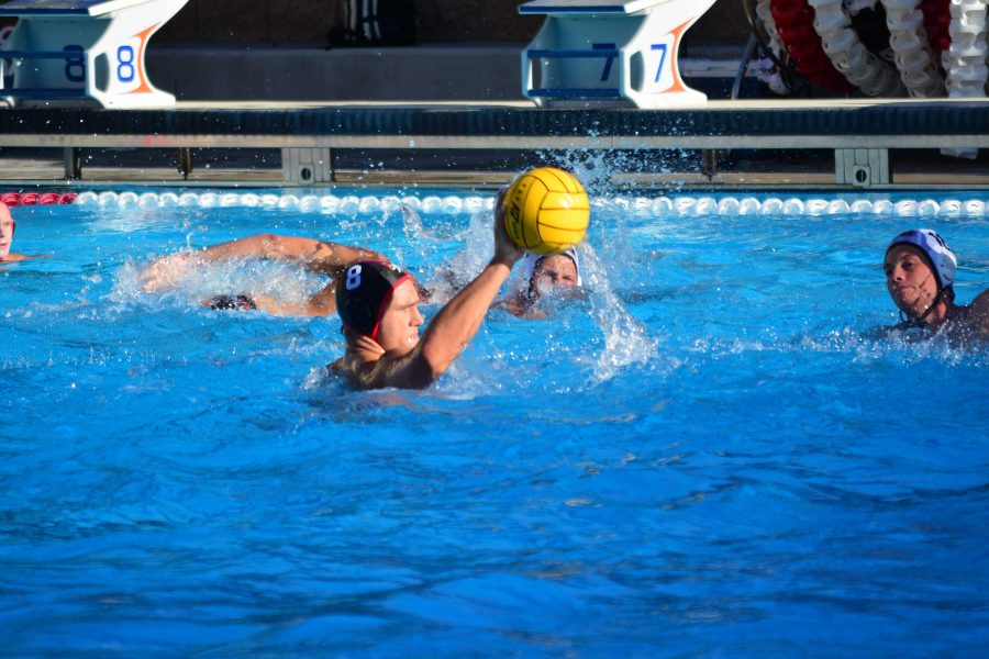 Felix Brozyna-Vilim '17 looks to pass the ball. Credit Caitlin Neapole/Chronicle