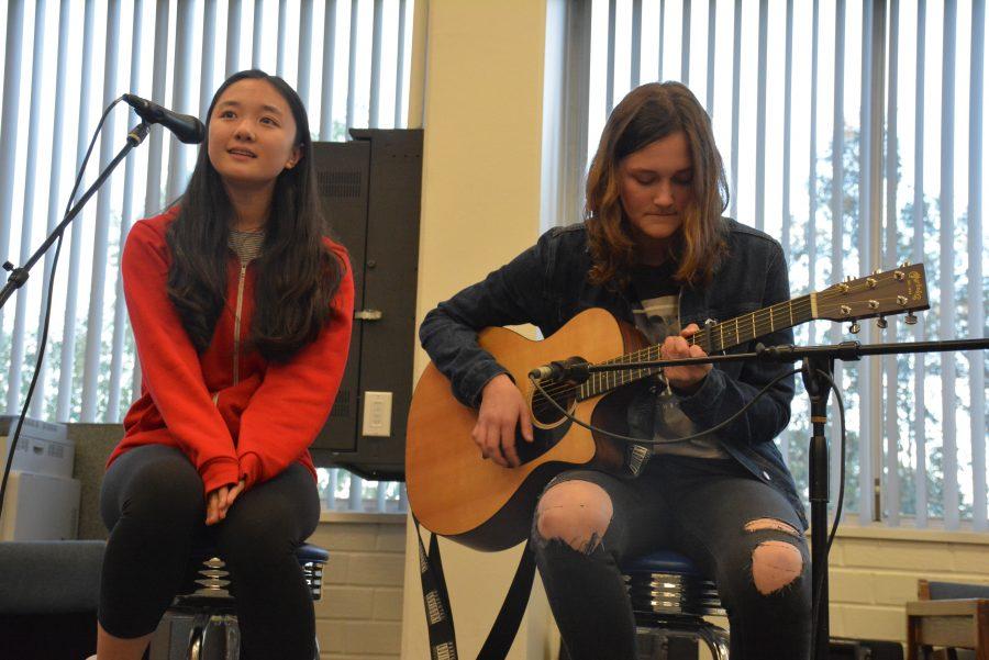 Angel Hoyang '18 and Savannah Weinstock '18 perform