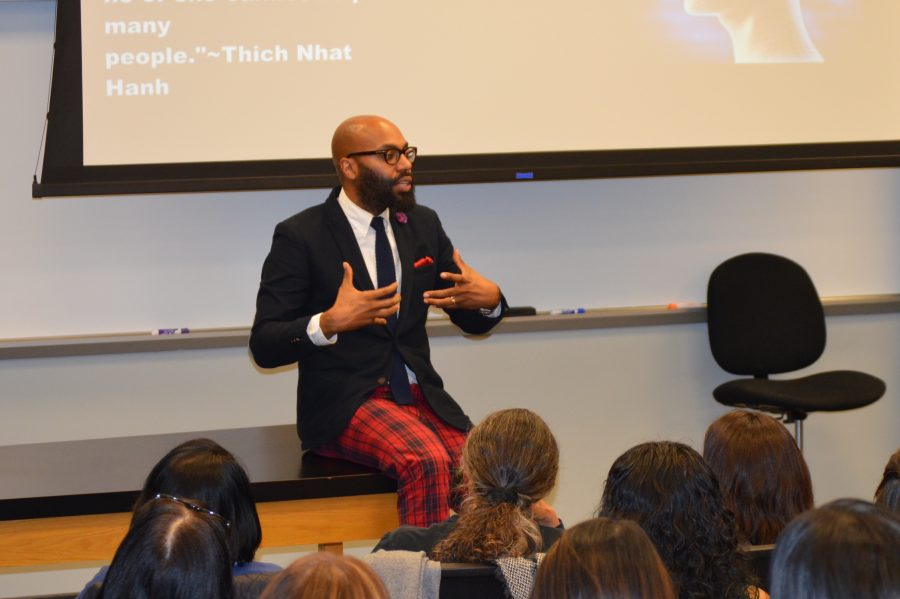 Emdin speaks to parents, faculty and students about diversity and how to facilitate acceptance of people of color in schools. Credit: Sophie Haber/Chronicle