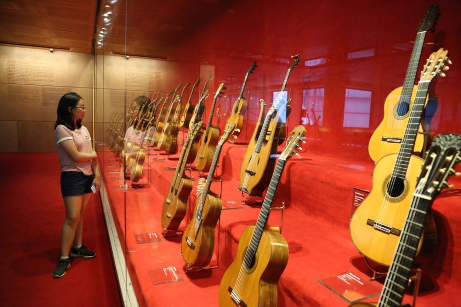 Jenny Yoon '19 visits a music museum in Spain to learn more about classical Spanish guitar. Printed with permission of Jenny Yoon '19