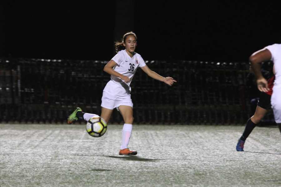 Natalie Barnouw 20 receives a pass in the middle of the field. Credit: Pavan Tauh/Chronicle