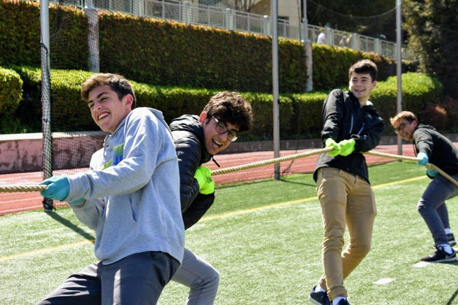 Sophomores compete in the tug-of-war challenge during the third annual Spring Festival. Credit: Astor Wu/Chronicle
