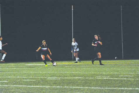 #NOPHILTER: Defender Natalie Phillips '21 prepares to pass the ball while midfielder Whitney Elson '19 looks on in the 1-0 Senior Night win against Notre Dame High School on Jan. 31. This win capped the Wolverines' overall record off at 14-0-6. Credit: Lucas Lee/Chronicle