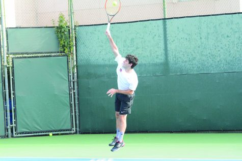 FRESHLY SERVED: David Arkow '20 serves in his first singles match in a 15-3 victory against St. Francis High School on Feb. 27. Photo credit: Lucas Lee