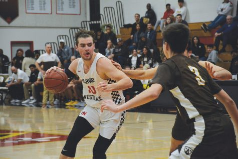 Forward Trumann Gettings '21 looks for an opening to drive to the hoop Jan. 22. The team won 54-51 after falling behind 18 points against Crespi Carmelite High School. The team's next game is against Chaminade College Preparatory tonight. Photo: Kyle Reims/Chronicle