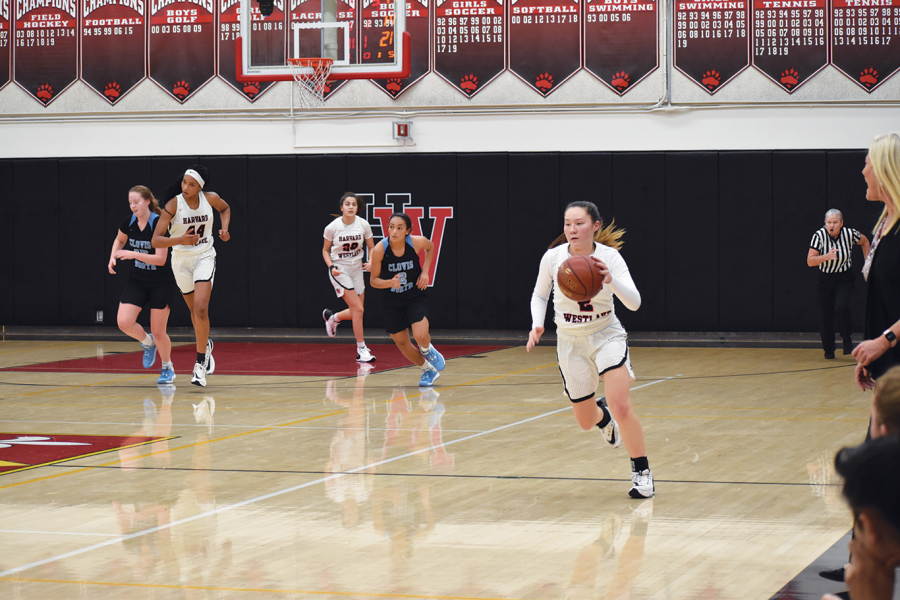 %28Ko%29ld+Blooded%3A+Guard+Kimiko+Katzaroff+%E2%80%9921+pushes+the+ball+up+on+a+fastbreak+in+a+50-35+win+against+Clovis+North+High+School+at+home+Dec.+7+to+win+the+Brentwood+Invitational+Championship.+Credit%3A+Kyle+Reims%2FChronicle
