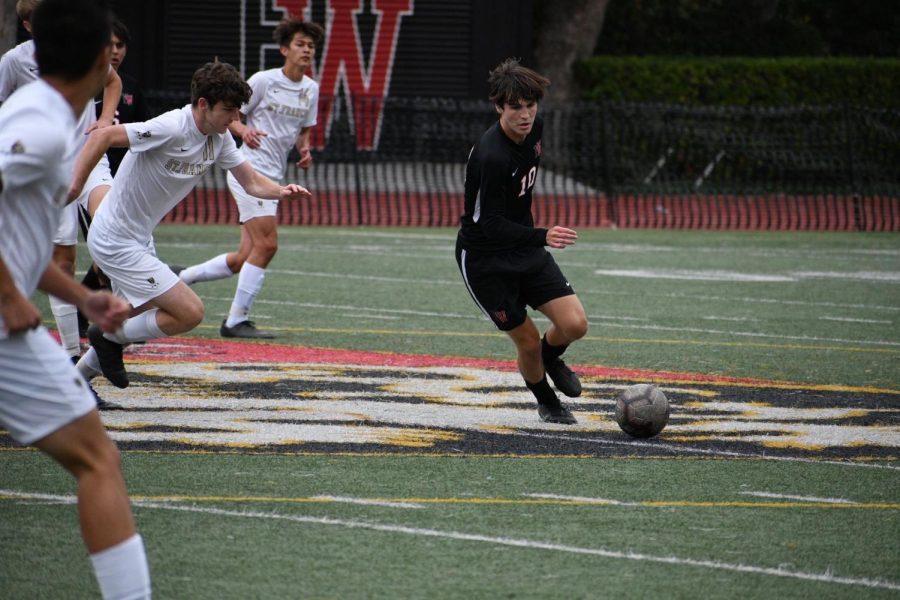 Forward+Connor+Colao+21+controls+the+ball+at+midfield+before+leading+an+offensive+strike+against+St.+Francis+High+School.
