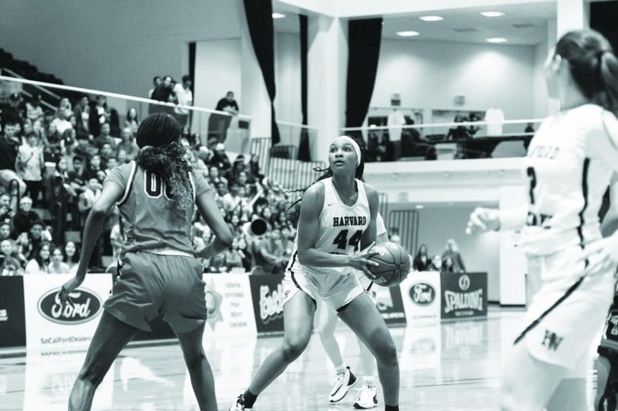 Kiki Iriafen '21 looks to shoot the ball in the CIF-SS Division I Championship in 2020.
