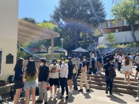 Upper School students wait in line to buy lunch during the new 45-minute block.
