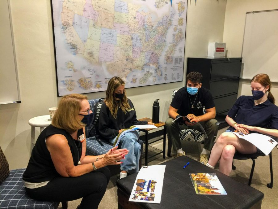 From left to right: Syracuse Associate Director of Admissions, Southern California Camille Crites, Digital Managing Editor Maxine Zuriff '22, Miles Carrillo '22 and Willa Fogelson '22 converse about the majors offered at Syracuse. College representative visits take place during breaks and lunch.